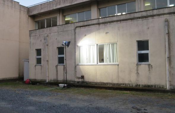 いろいろ撮影できちゃう学校スタジオ・放送室・外から照明
