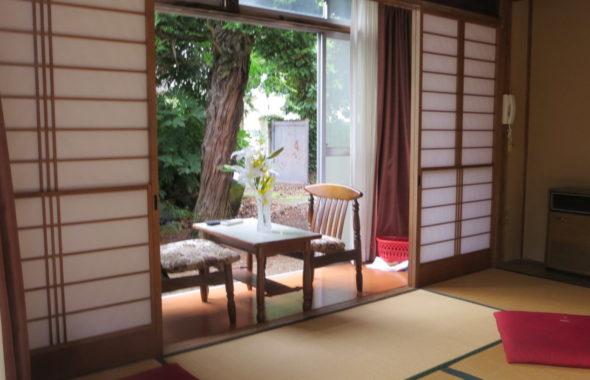 登録有形文化財の橋本旅館スタジオ、新館1階客室・戸建に観える