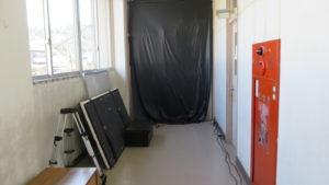 いろいろ撮影できる学校スタジオ・夜シーン・ナイトシーン・撮影・暗幕・黒シート