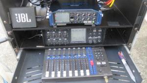 昭和でレトロなアパートスタジオに撮影にきた音声さんの機材