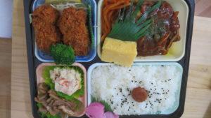昭和でレトロなアパートスタジオ・スーパーうおまつのロケ弁・弁当箱・驚き・印刷のお皿