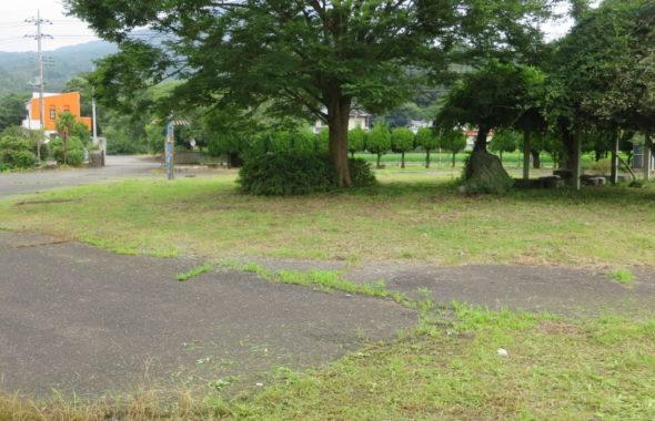 いろいろ撮影できる学校スタジオ・校舎外での撮影‣中庭・校庭・体育館前