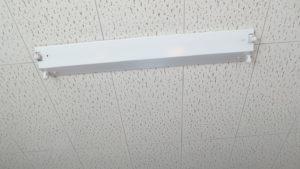 LED型の直管蛍光灯に交換・配線変更工事・いろいろ撮影できちゃう学校スタジオ・トイレ前の手洗い場所