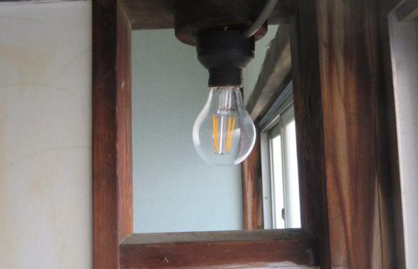 登録有形文化財橋本旅館スタジオ・アトリエミカミのハウススタジオ・トイレの電気・断線・修理・フィラメント型LED電球・-2階奥・フューズ