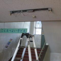 いろいろ撮影できる学校スタジオ・階段周りの蛍光灯・LED照明に交換・配線工事・フリッカー・