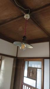 登録有形文化財橋本旅館スタジオ・旧館1階のトイレ・電機の傘交換・修理・取り付け・撤去・