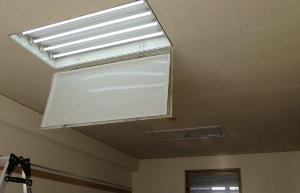 学校スタジオ・校長室・照明・蛍光灯からLEDに変更・バイパス工事・フリッカーなし