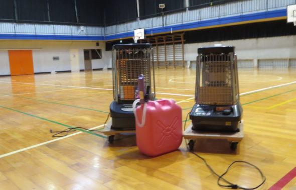 いろいろ撮影できる学校スタジオ・体育館・暖房器具・大型ストーブ・業務用ストーブ・石油ストーブ・貸出・有料