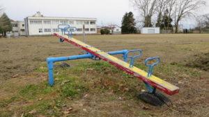 いろいろ撮影できる学校スタジオ・校庭・遊具・ブランコ・滑り台・シーソー