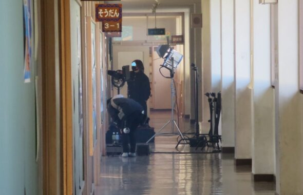 いろいろ撮影できる学校スタジオ・ミュージックビデオ撮影風景・教室・廊下