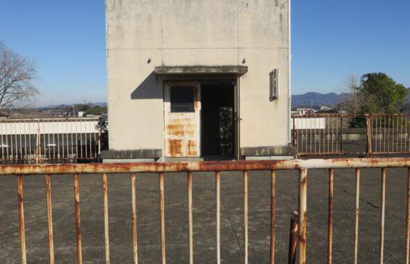 いろいろ撮影できる学校スタジオ・屋上南側フェンスの後ろから撮影