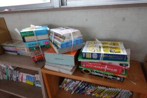 いろいろ撮影できる学校スタジオの図書室・本補充・美術飾り用・撮影