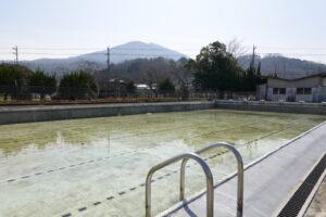 いろいろ撮影できる学校スタジオのプールの水入れ初めて20時間後の溜まり具合です
