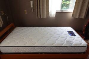 ベット・高級マットレス・購入・登録有形文化財橋本旅館スタジオに宿泊・自分用・待機