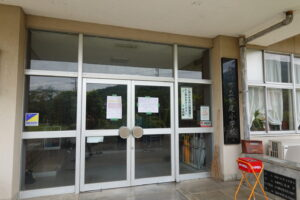 いろいろ撮影できる学校スタジオ・校内土足厳禁