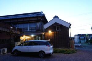 登録有形文化財橋本旅館スタジオ駐車場側の外灯・実用・昭和レトロの外灯
