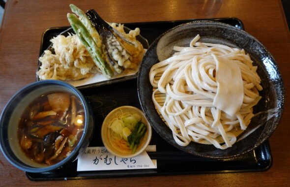 うどん・がむしゃら・入間市・人気1番・肉汁うどん・天ぷら盛り合わせ