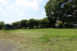 いろいろ撮影出来る学校スタジオ正面庭・草刈り・雑草天国・