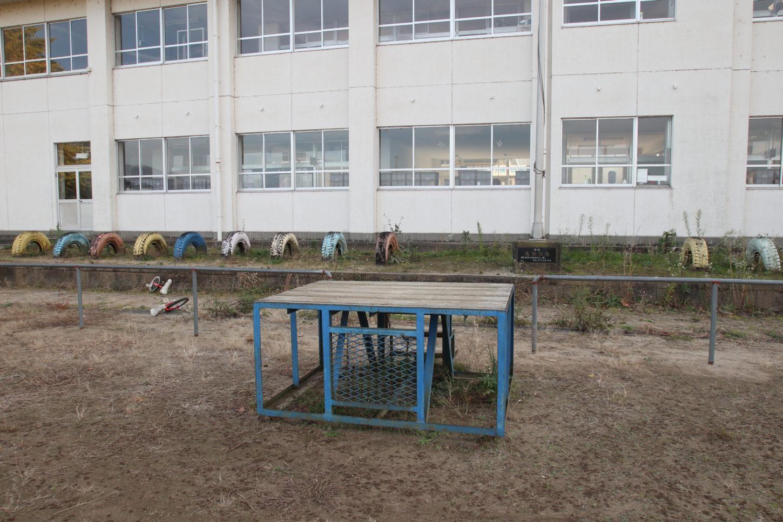 学校スタジオ校庭の朝礼台