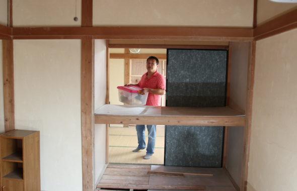 昭和でレトロなアパートスタジオ押し入れ裏の壁は外せます
