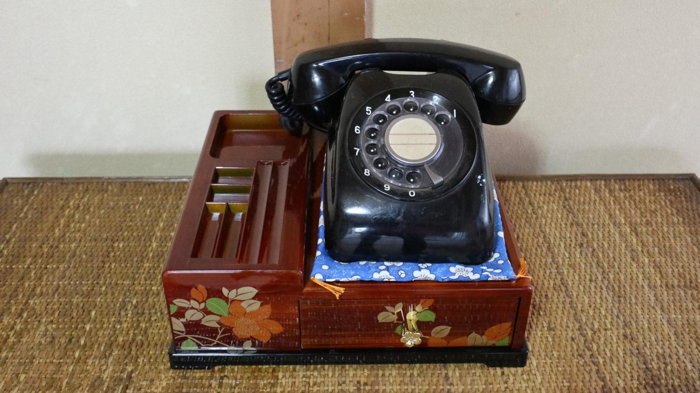 昭和の美術小道具黒電話