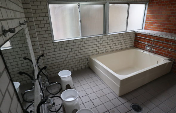 戸建てスタジオ、元ビジネスホテル共同風呂