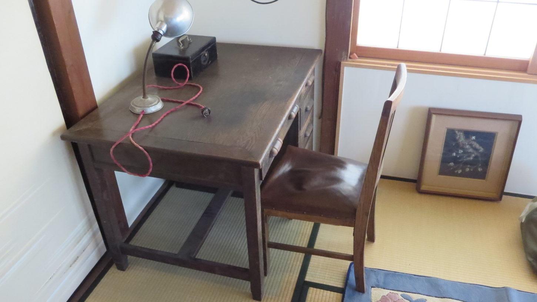 昭和初期の机と椅子