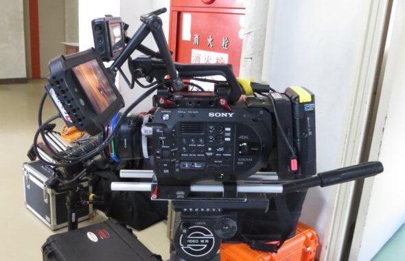 まるまる撮影で使える学校スタジオ・廊下・昼・カメラ・ソニー・FS7