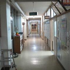 まるまる撮影で使える学校スタジオ・廊下・夜間