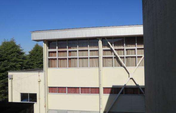 まるごと撮影できちゃう学校スタジオ・体育館の窓ガラス・修理完了