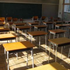 まるごと撮影できちゃう学校スタジオ・高校生用の椅子・机・調達