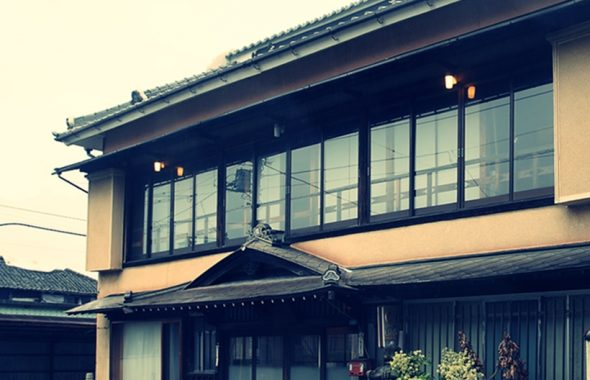アトリエミカミ登録有形文化財橋本旅館スタジオ正面玄関