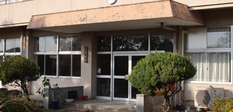 撮影で使える学校スタジオ・正面入り口玄関・東京近郊・ロケ地