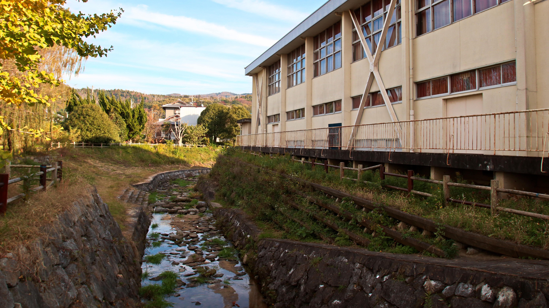 撮影で使える学校スタジオ・校内の川・東京近郊・ロケ地・アトリエミカミ